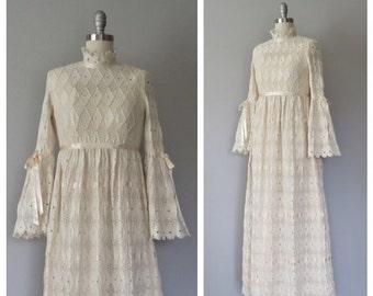 SALE 70s lace wedding gown size xs / vintage lace wedding gown