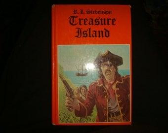 1982 Printed in Hungary TREASURE ISLAND by Stevenson Pirates Maties!!! Walk the plank