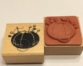 small Pin Cushion rubber stamp, 20 mm (F1)