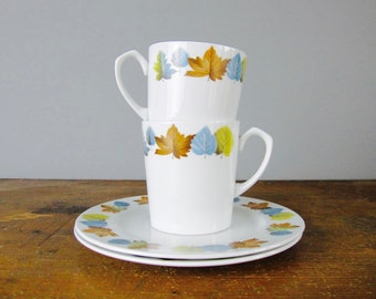Mid Century coffee cups pair with side plates by Alfred Meakin, fall leaves / Maple Leaf / retro decor / *95c