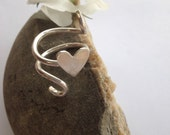 Sterling silver hammered heart spiral ring by Glints