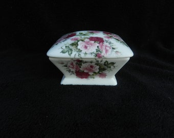 Trinket Box: Hand painted Porcelain