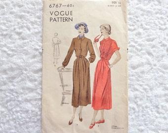 Vintage Vogue Dress Pattern 6767 Size 16