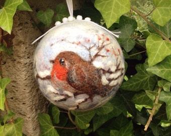 Christmas ball with robin motif of felt