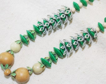 Vintage Beaded Necklace: Green Plastic Metal Findings 1950s Unusual