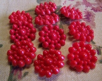 """Pretty Vintage 7/8"""" Red Flower Cutwork Buttons, Set of 10 (1650)"""