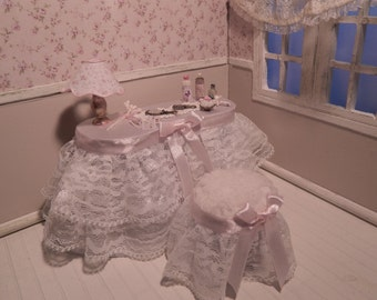 Vanity vintage style miniature scale 1.12, dollhouse