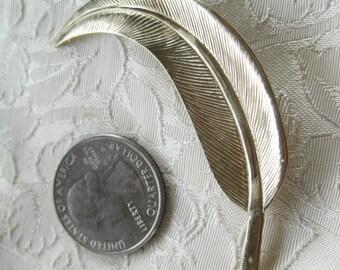 Vintage Goldtone Leaf brooch lapel pin Very good