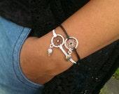 Dreamcatcher bracelet black and white with leaf charm - bohostyle