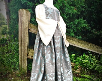 Girls Renaissance costume, Renfair garb, Romeo and Juliet, flower girl, historical wedding, Renaissance Faire, kids costumes, theatre costum