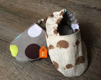 READY TO SHIP Hedgehog and Polka Dot Reversible Crib Shoes, Booties