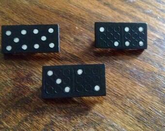 Broche domino