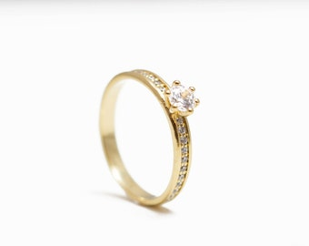 Yellow gold engagment ring, solitaire engagement ring, diamond engagement rings, unique engagement rings, classic engagment ring