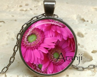 Pink gerber daisy pendant, pink daisy necklace, pink daisy pendant, gerber daisy pendant, gerber daisy, Pendant #PL161GM