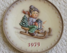 1975 Boxed Hummel Annual Plate - by M. J. Hummel  Ride Into Christmas
