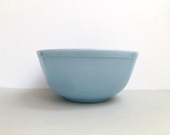 Pyrex 'Bluebelle' #403 nesting bowl