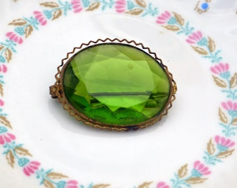 Victorian Brooch - Faceted Green Glass Rhinestone, Intricate Setting - Antique - Stunning!