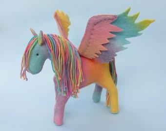 Felt Pegasus & Horse Sewing Pattern PDF - Waldorf Toys , wool felt ,  felt animals.