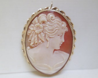 Antique Cameo Pendant/ Brooch in 14K Gold