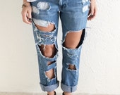 Destroyed low rise boyfriend jeans levis distressed