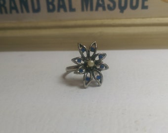 Vintage Ring -Silver tone flower ring adjustable band