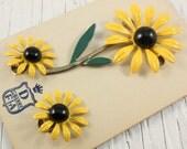 DuBarry Yellow Daisy Flower Brooch and Clip Earrings Set (vintage retro 50s 60s metal enamel green black flower floral summer spring parure)