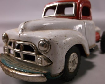 Vintage 50 s Pressed Steel Toy Friction Truck White And Red.epsteam
