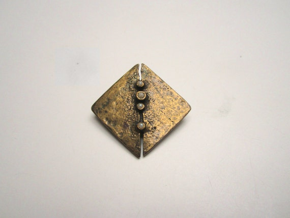 One of a kind vintage 1960s brutalist brooch, unsigned with pearls, diamond shaped