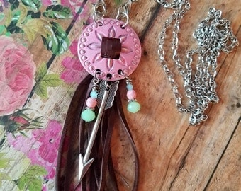 PiNk CoNcHo & FriNgE Long NECKLACE > Boho Necklace. Double Wrap. Bohemian. Leather Fringe. Cowgirl. Country. Southwestern. Pink. Arrow
