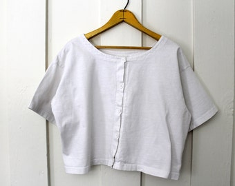 Oversized grunge white 80s/90s crop top with buttons minimalist