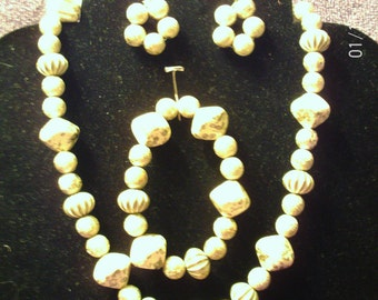 CREAM and GOLD JEWELRY Set