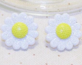White Daisy Flower Stud Or Clip On Earrings, Spring/Summer Earrings, Spring/Summer Jewelry, Flower Earrings, Flower Jewelry