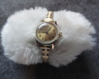 Vintage 17 Jewels Manfred Wind Up Ladies Watch with a Stretch Band