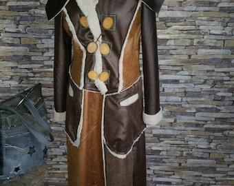 Manteau en fausse peau retournée, différents tons marrons