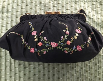 Pointe de Beauvais embroidered silk French evening bag with Limoges like closure circa 1950