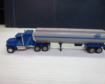 Ertl Mighty Movers Ford LTL 9000 With Tanker 1/64 Scale No 1184