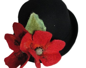 Bowler hat with poppies