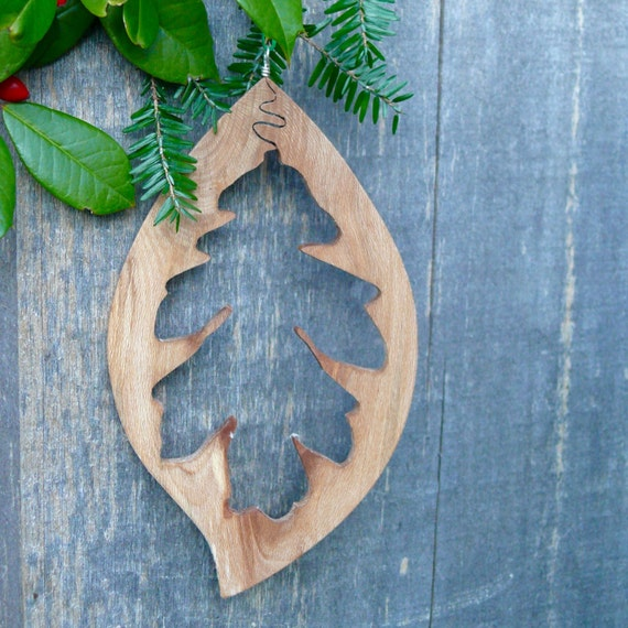 Natural wood Christmas Ornament, Oak leaf ornament, Eco christmas, Rustic Christmas Holiday decor, Nature Christmas Ornaments, Country Xmas