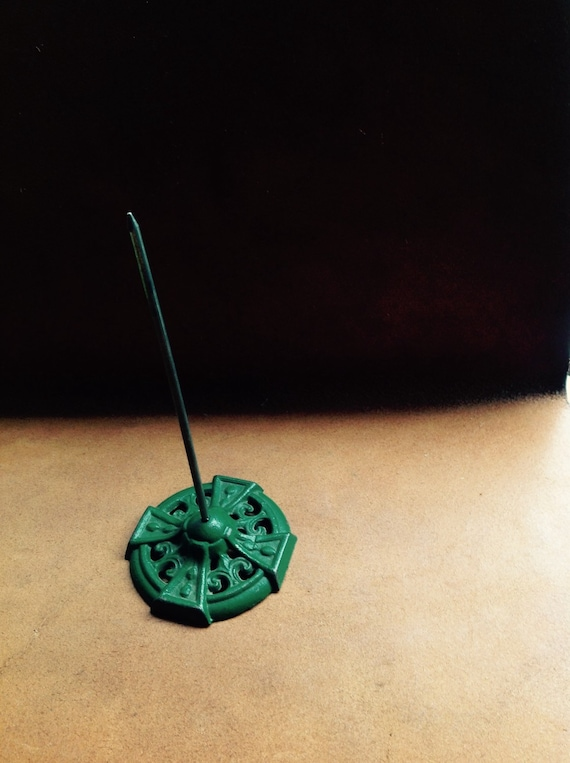 Vintage message spindle / mail spike. Desk accessory. Cast iron. Green desk. Vintage office.