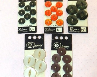 5 x unused cards of vintage buttons