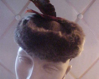 1940s Brown Felt Hat Trimmed In Fur and Feathers. Very Smart