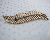 Vintage Gold Tone Textured Fern Frond Leaf Brooch //70's// //Granny Chic//