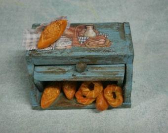 Bread bin storage