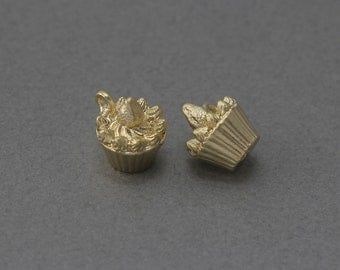 Cup Cake Pewter Pendant. Jewelry Craft Supplies . 16K Matte Gold Plated over Pewter / 2 Pcs - FC224-MG