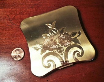 Vintage Elgin American Powder Compact Brass Gold Tone Floral Design FREE SHIPPING