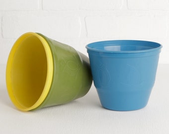 Vintage Plastic Flower Pots with Tulip Design, Set of 3 in Yellow Blue and Avocado Green