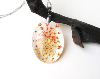 Real Flower Necklace- Pressed Flower Jewelry, Botanical Jewelry, Resin Jewelry, Queen Anne's Lace resin necklace
