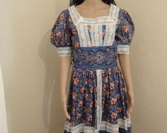 "Vintage 1970's Dress - Chest 38"" Length 44"" - Lovely!!"