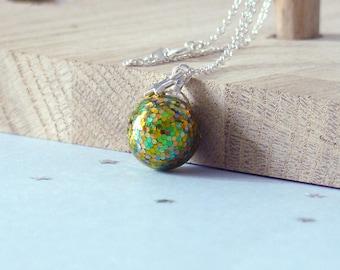 Necklace Oniries - Dragon egg, necklace, glass glitter, green, Golden, for woman, collar short