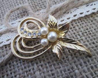 Vintage brooch - vintage inspired pearl brooch, vintage jewellery